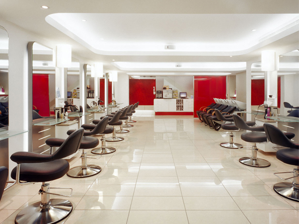 04-RESTLESS-DESIGN-PETER-MARK-MARY-STREET-SALON-FLOOR-WHITE--BESPOKE-RESIN-TILES-RED-RESIN-SCREENS-MIRRORED-WALLS