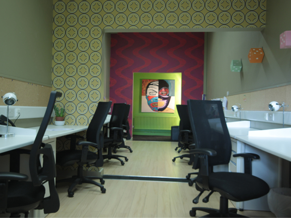 07-RESTLESS-DESIGN-MCCP-OFFICE-WORK-STATION-PURPLE-PINK-PSYCHDELIC-WALL-FACE-PAINTING