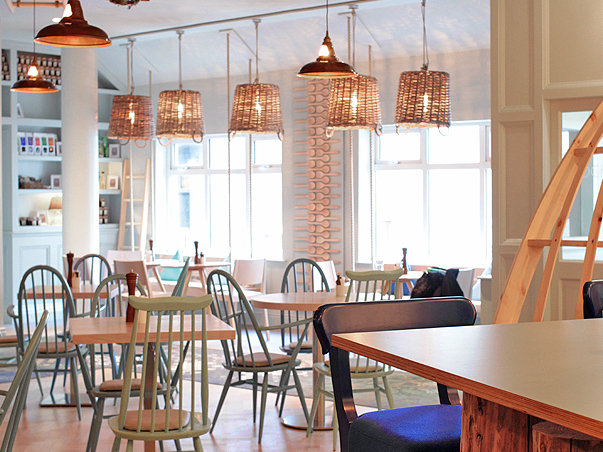 08-RESTLESS-DESIGN-OCEAN-BAR-ARMADA-HOTEL-SPANISH-POINT-DINING-AREA-SEA-VIEW-COPPER-LIGHTING-FICTURES-BASKET-SHADES