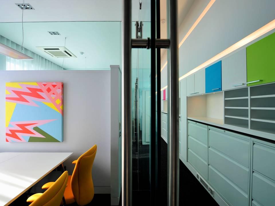 08-restless-design-art-interiors-peter-mark-college-hairdressing-graphics-bespoke-graphics-cool-office-interiors-ceiling-art-ceiling-graphics